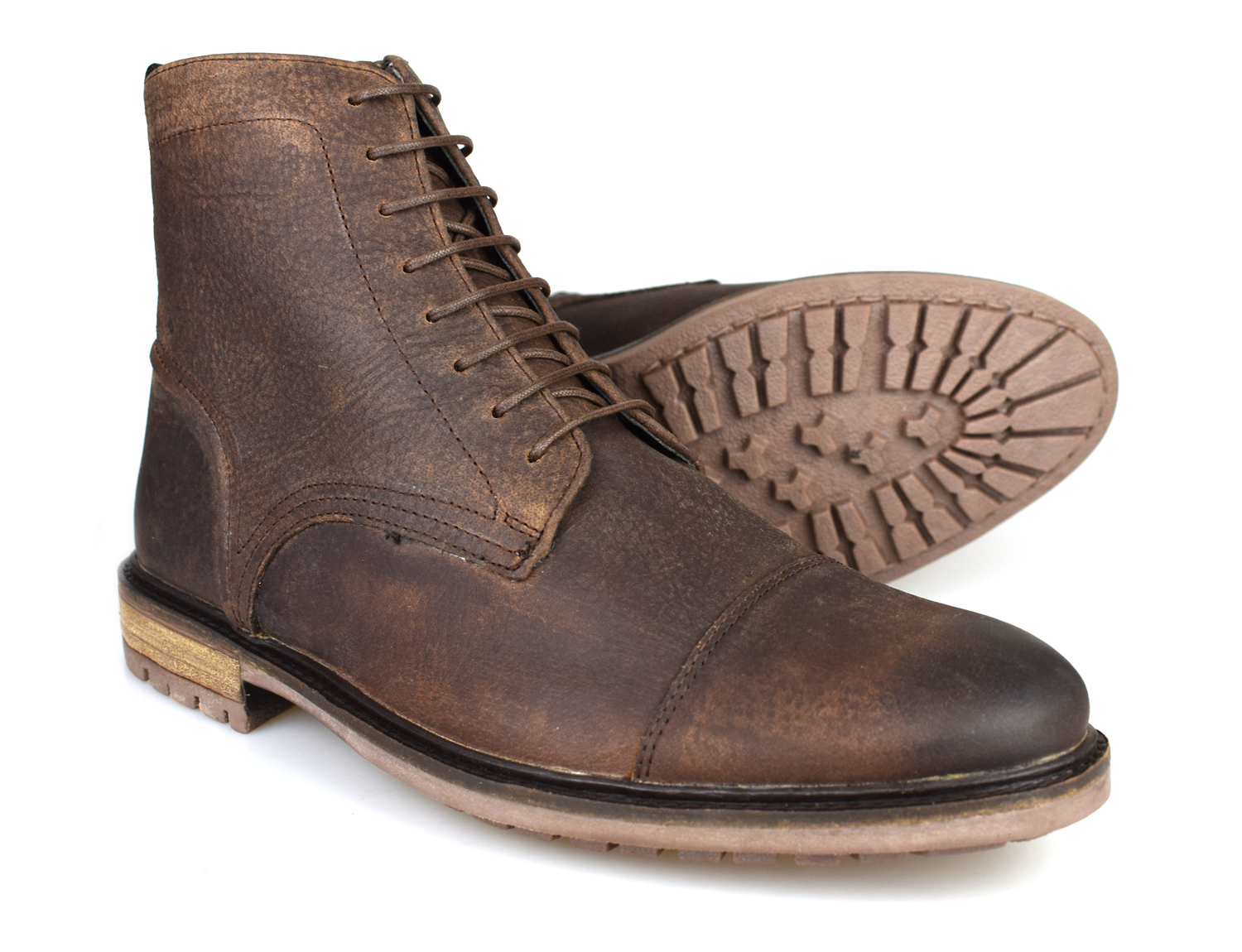 bd478bb3c248d5 This is a fantastic pair of worker style boots from Silver Street. They  have a great rustic feel to them that would look perfect with a pair of  jeans.