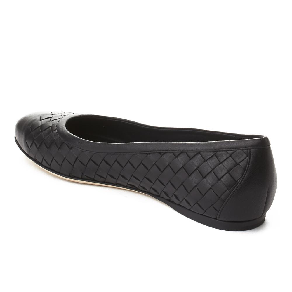 Intrecciato cuir ballerine chaussures plates noir Bottega Veneta féminines 38021e26114e