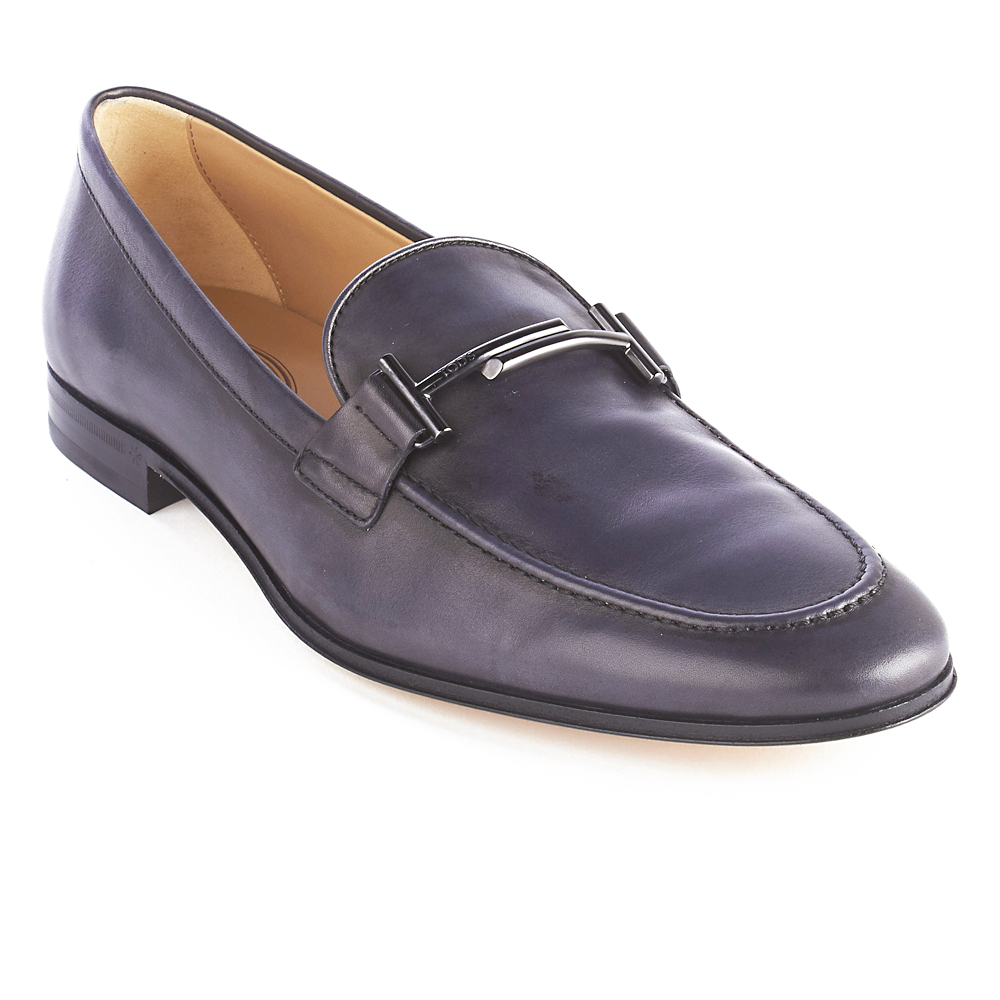 Tod's Double T metal branded accessory-Leather outsole with rubber insert-Leather upper-Made in Italy-All sizes are US sizes, please refer to the size chart for your size.