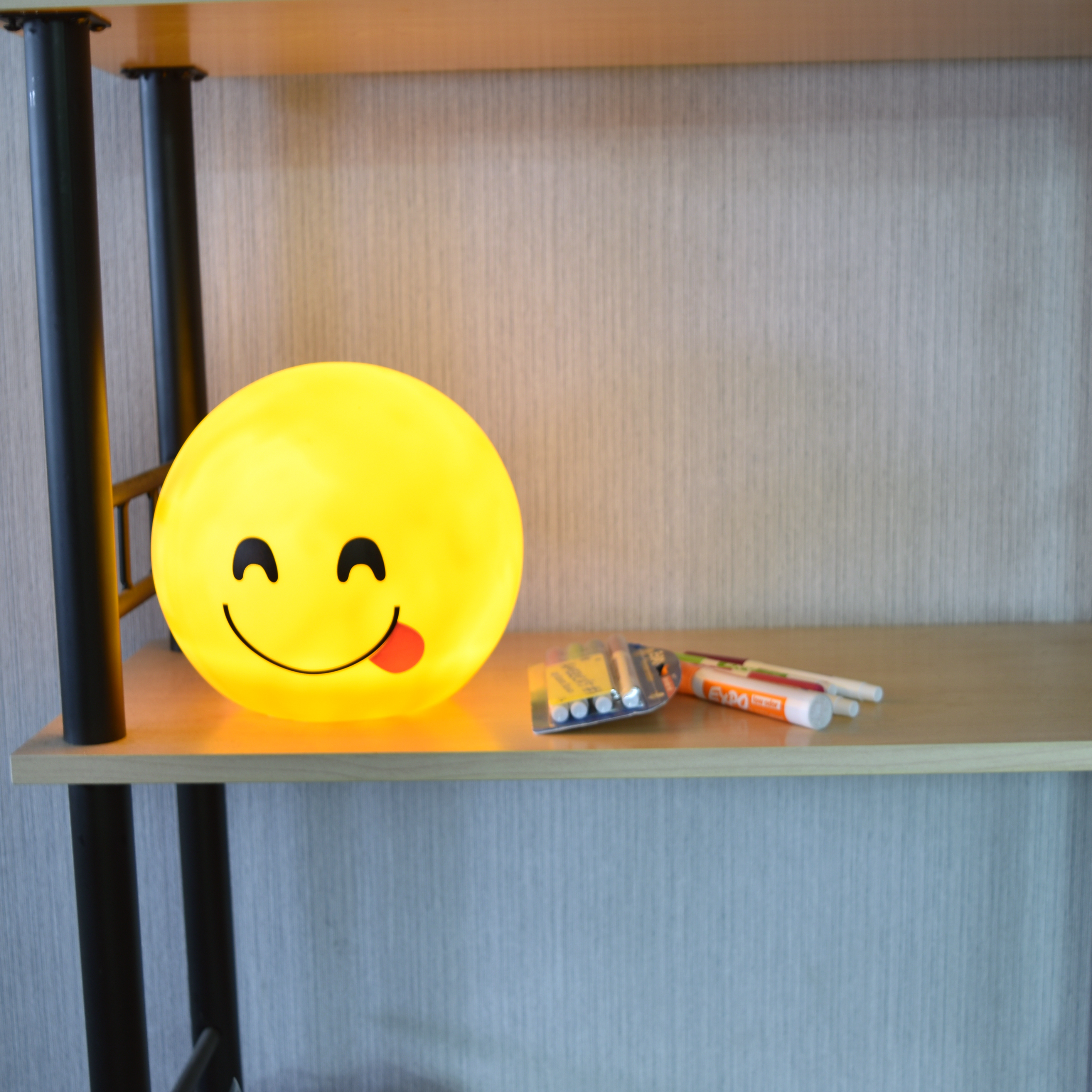 Emoji Led Night Light Desk Table Lamp Yellow Choice Of Size And Face Ebay