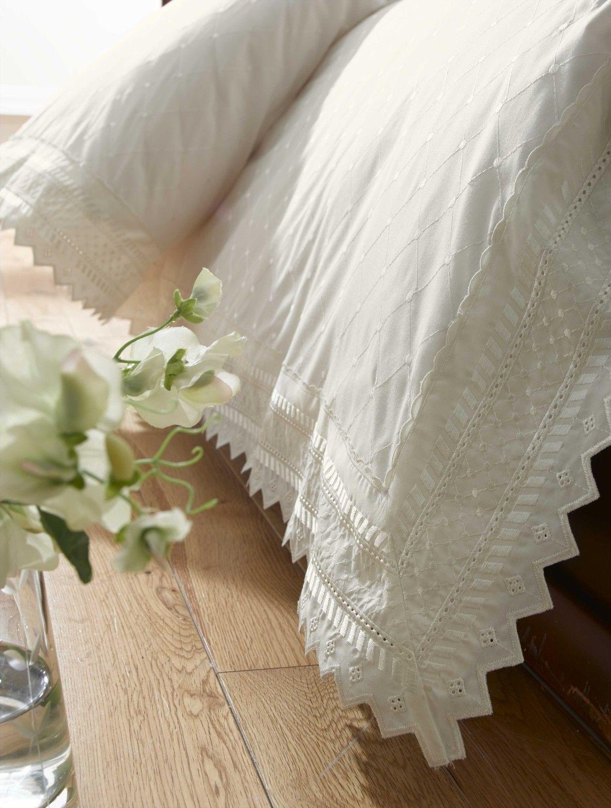 Parure-de-lit-housse-de-couette-taie-d-039-oreiller-luxueux-broderies miniature 4