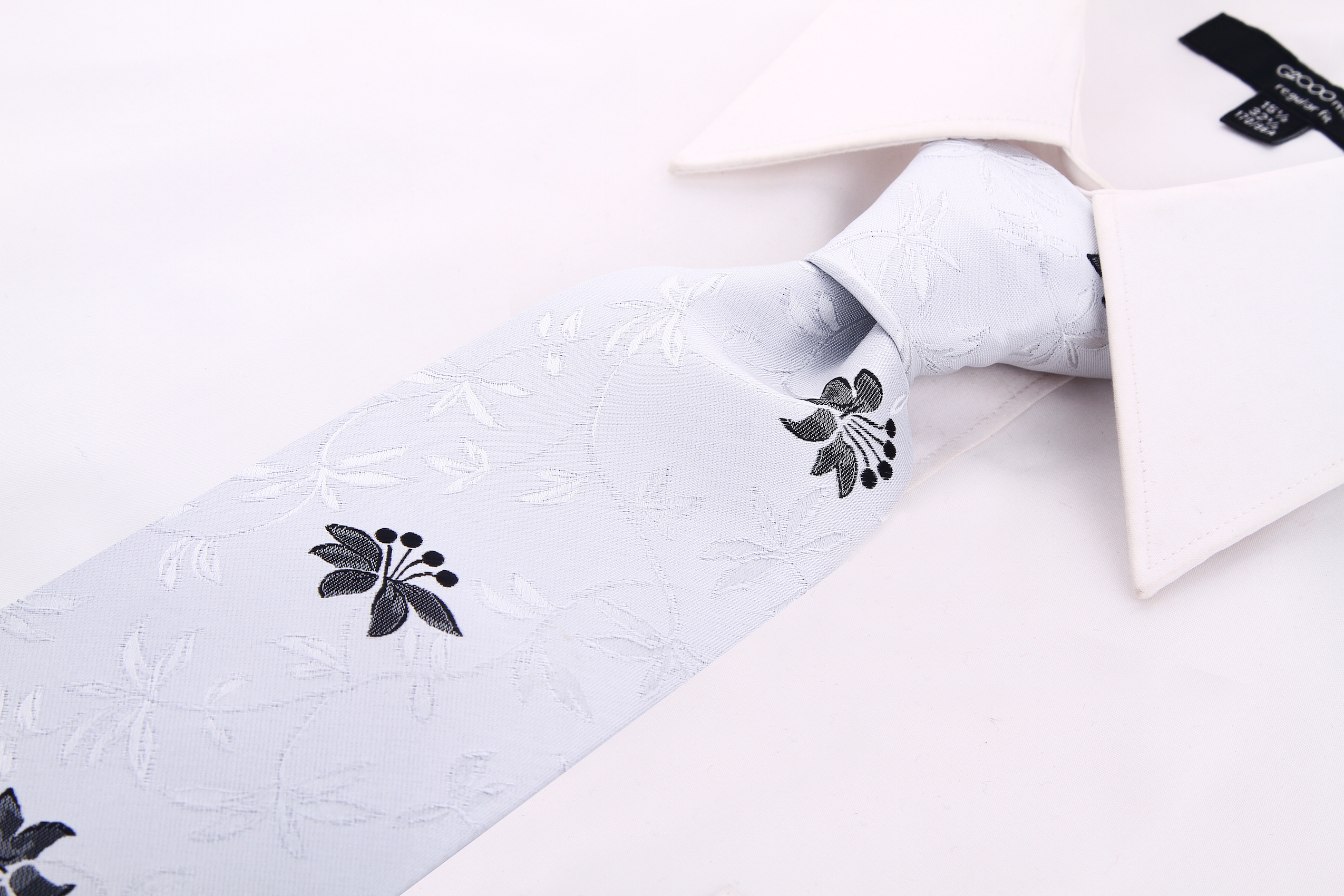 Scott-Allan-Mens-Floral-Necktie thumbnail 5