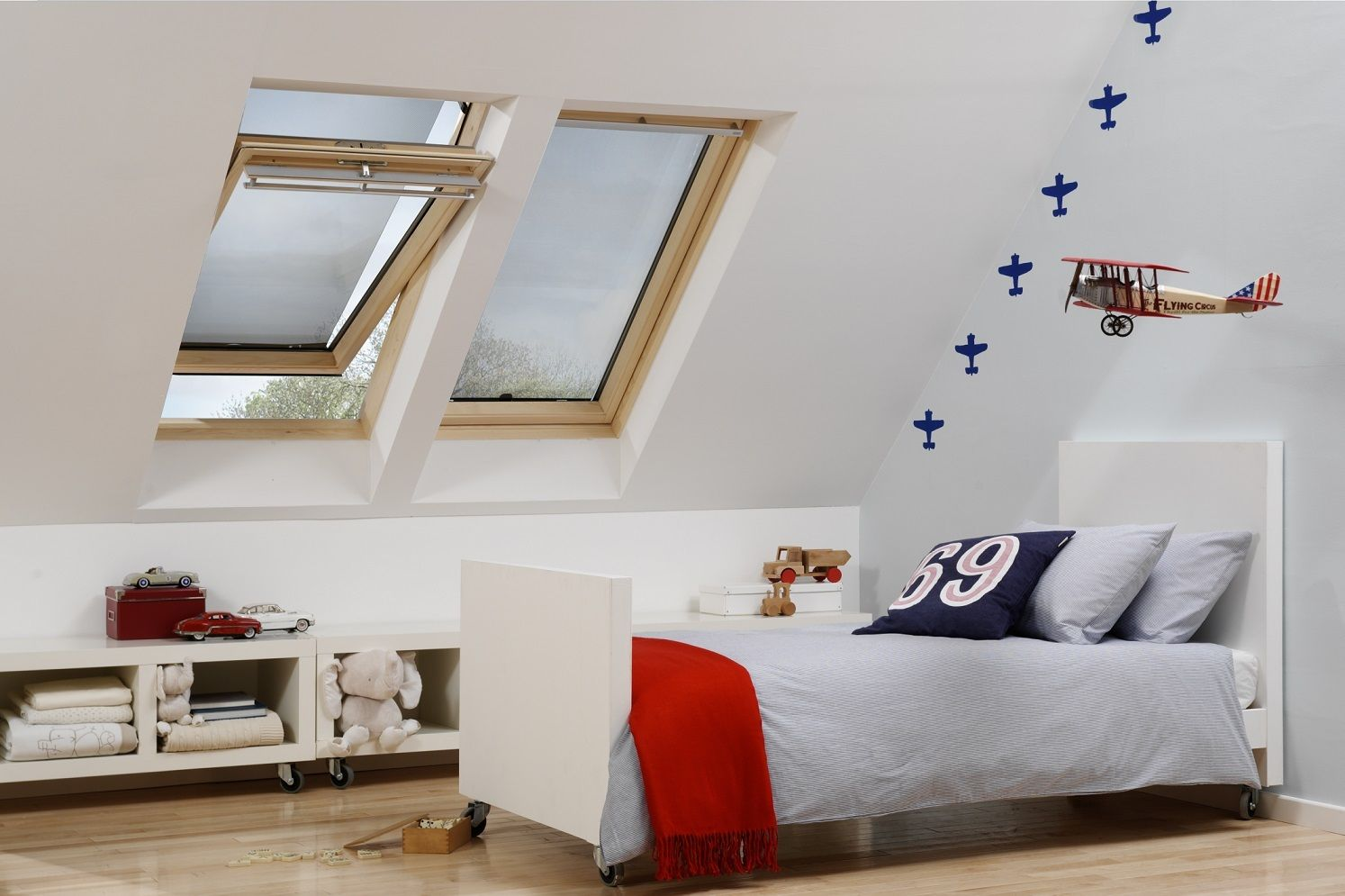 hitzeschutz markisen f r velux dachfenster sonnenschutz. Black Bedroom Furniture Sets. Home Design Ideas
