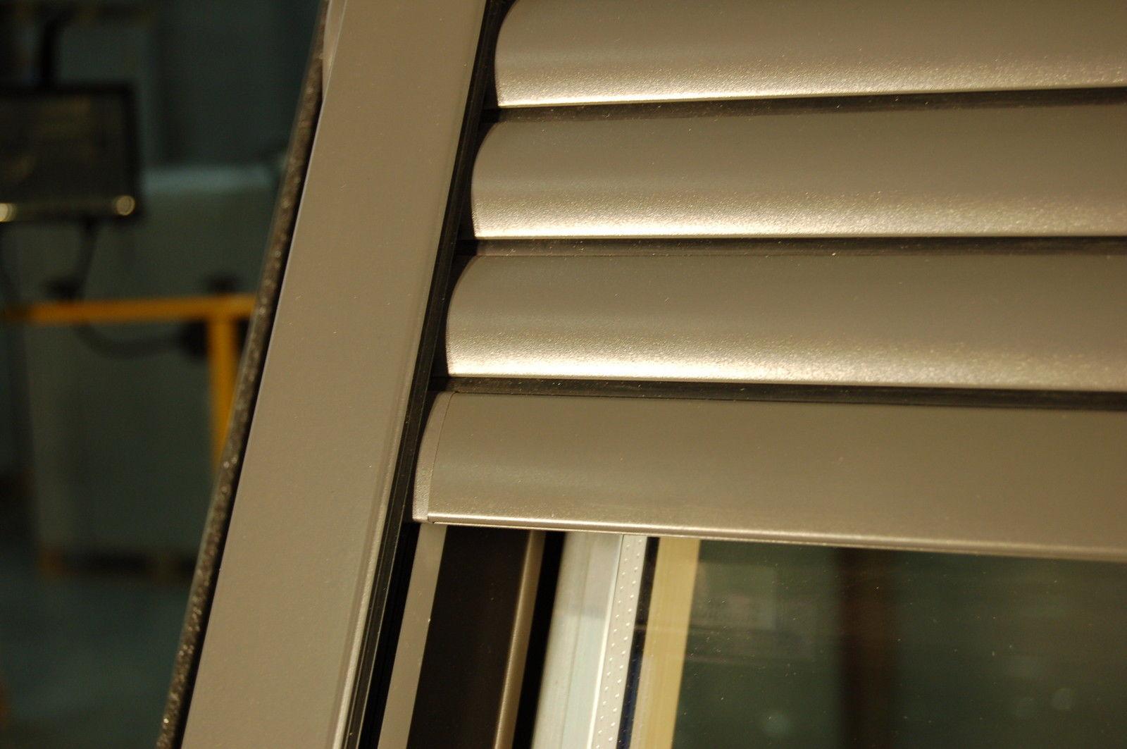 dachfenster rollladen elektrisch m fernbedienung zu velux fakro solstro dakstra ebay. Black Bedroom Furniture Sets. Home Design Ideas