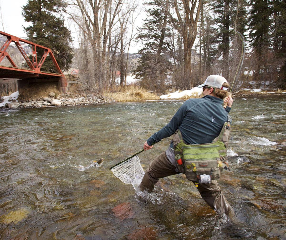 Fishpond nomad el jefe fly fishing landing net carbon for Fishing landing net