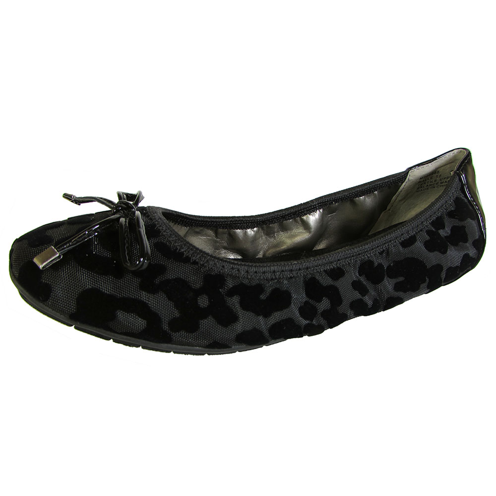 Me Too Womens Halle Leather Ballet Flat Shoe   eBay