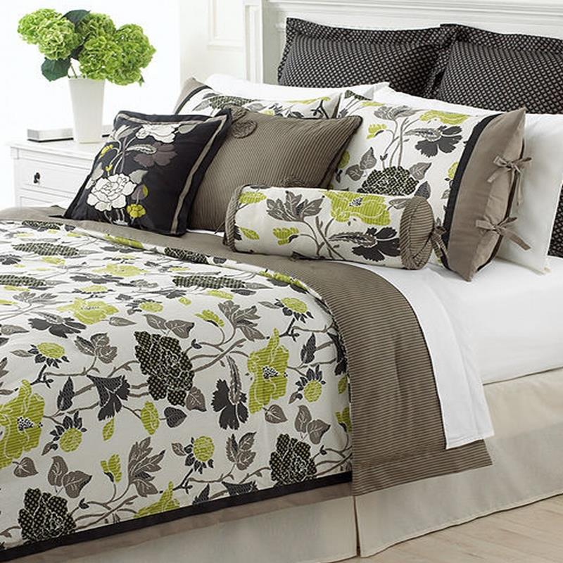 martha stewart layered flower 4 piece twin comforter bed in a bag set new. Black Bedroom Furniture Sets. Home Design Ideas