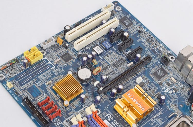 Intel Socket LGA775 Gigabyte GA-8I915G-MF Motherboard with Backplate
