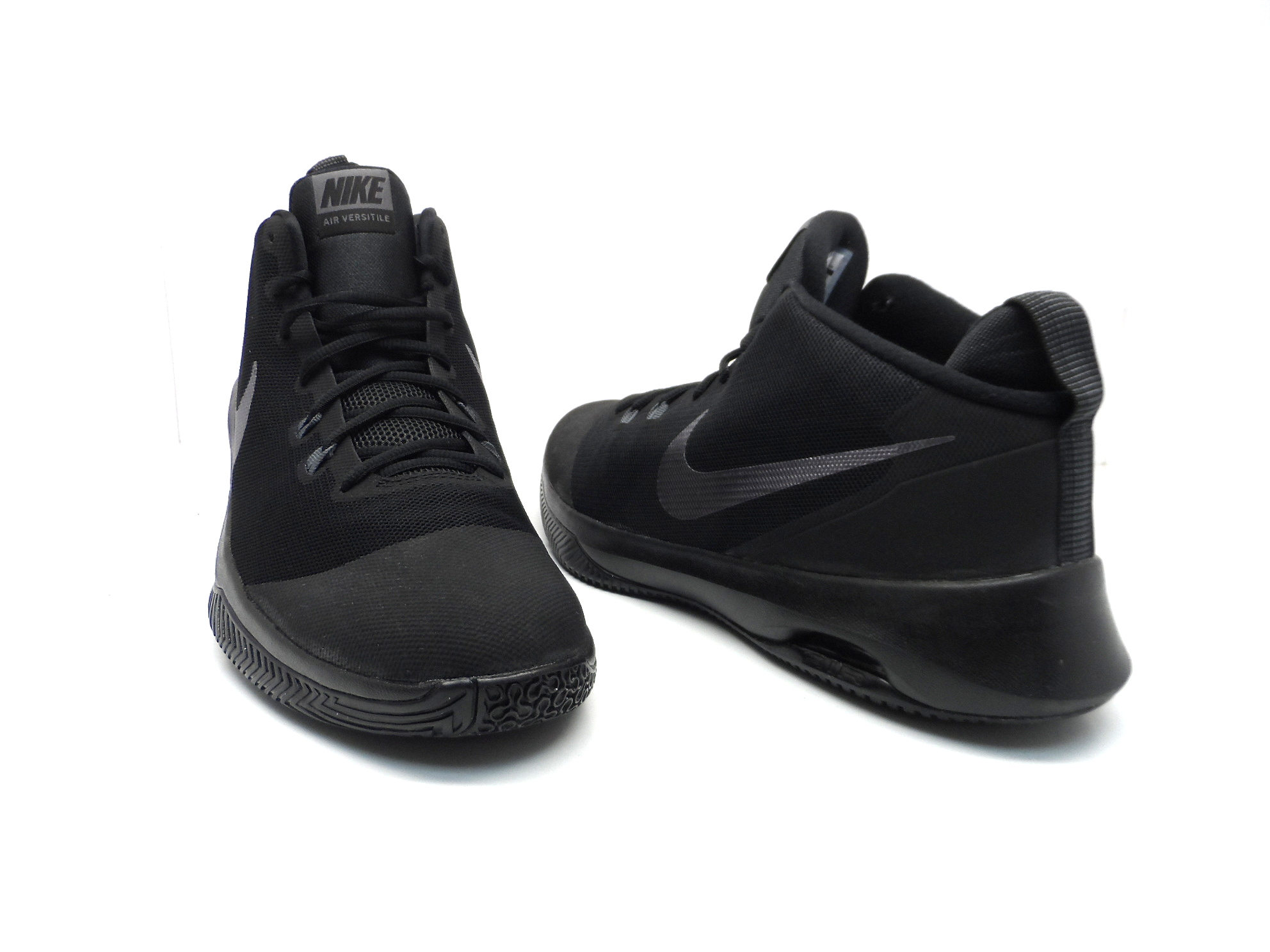 Nike Air Versitile Men S Nubuck Basketball Shoes Black