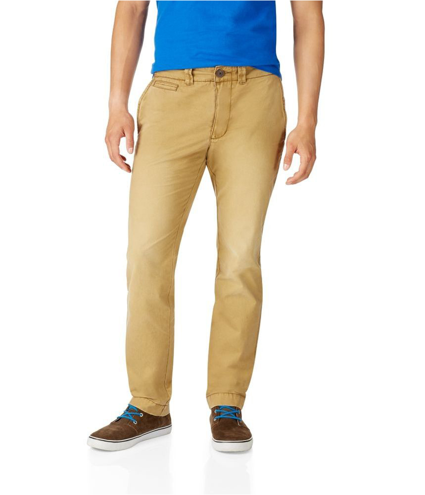 The slim fit and straight fit jeans cause a lot of ambiguity in their buyers' minds as they appear to be similar. However, a notable difference between them is that the slim fit jeans are narrow from the hip to the ankles, whereas the straight fit jeans are straight from the hip to the ankles.