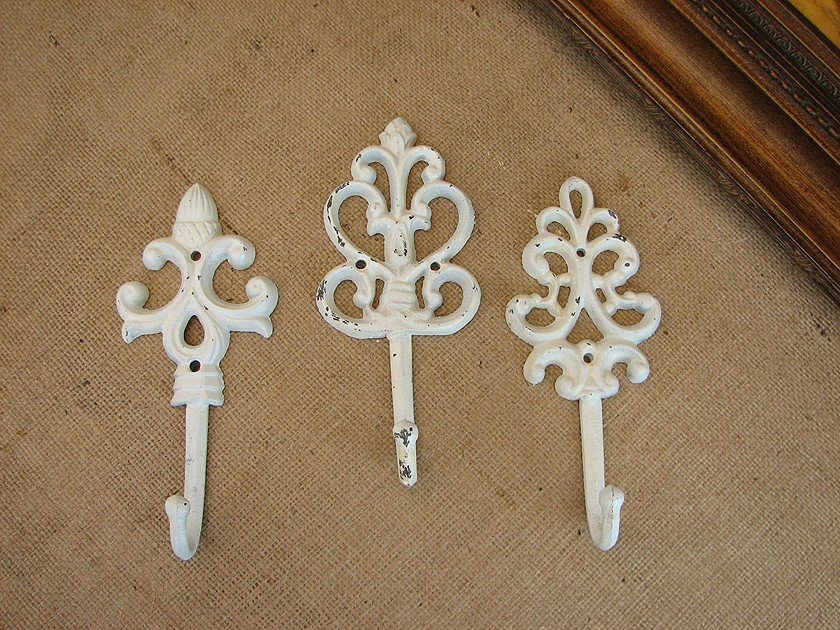 shabby cottage chic set of 3 cast iron wall hooks ebay. Black Bedroom Furniture Sets. Home Design Ideas