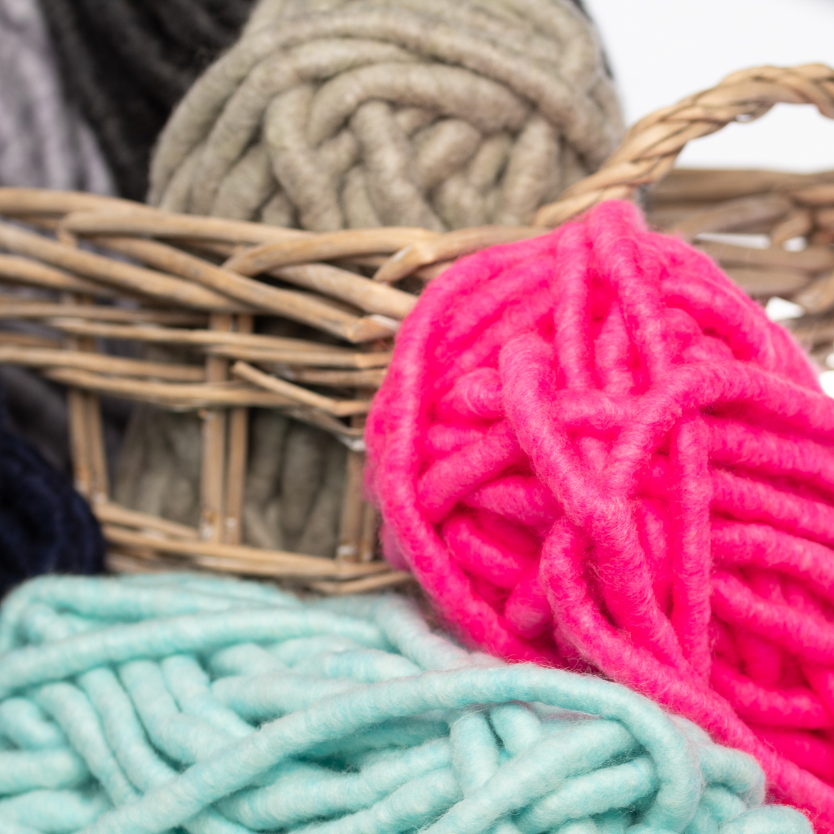 3pk-Lion-Brand-Wow-Acrylic-amp-Wool-yarn-Jumbo-7-Knitting-Crocheting-Skeins-Soft thumbnail 16