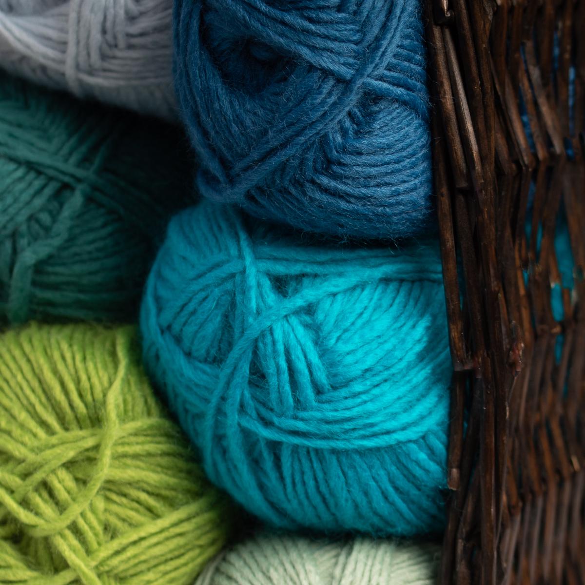 3pk-Lion-Brand-New-Basic-Acrylic-amp-Wool-Yarn-Medium-4-Knit-Crochet-Skeins-Soft thumbnail 94
