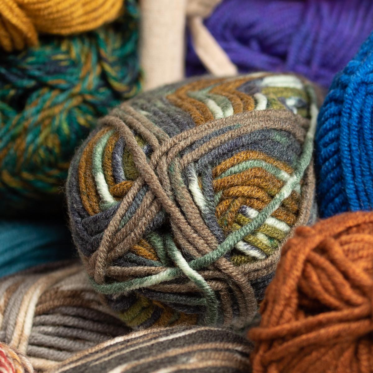 3pk-Lion-Brand-Woolspun-Acrylic-amp-Wool-Yarn-Bulky-5-Knit-Crocheting-Skeins-Soft thumbnail 30