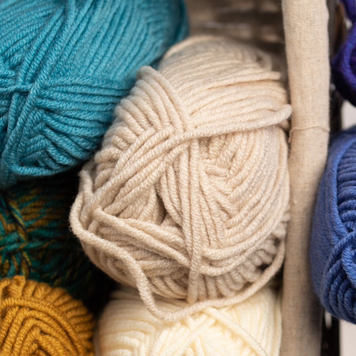 3pk-Lion-Brand-Woolspun-Acrylic-amp-Wool-Yarn-Bulky-5-Knit-Crocheting-Skeins-Soft thumbnail 46