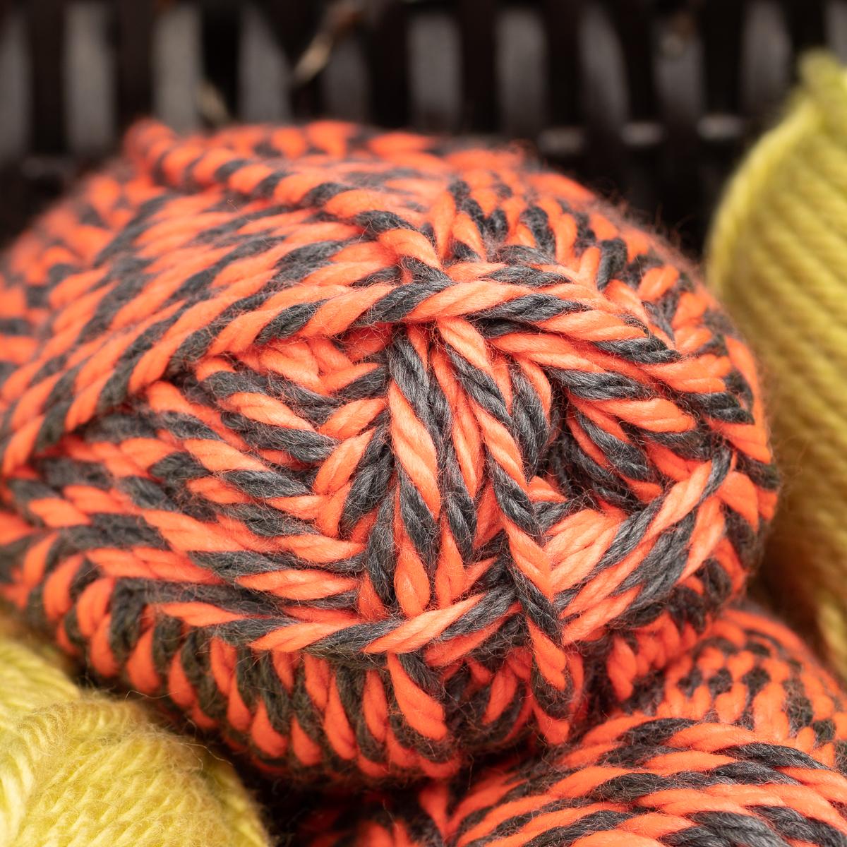 3pk-Lion-Brand-Hometown-USA-100-Acrylic-Yarn-Super-Bulky-6-Knit-Crochet-Skeins thumbnail 9