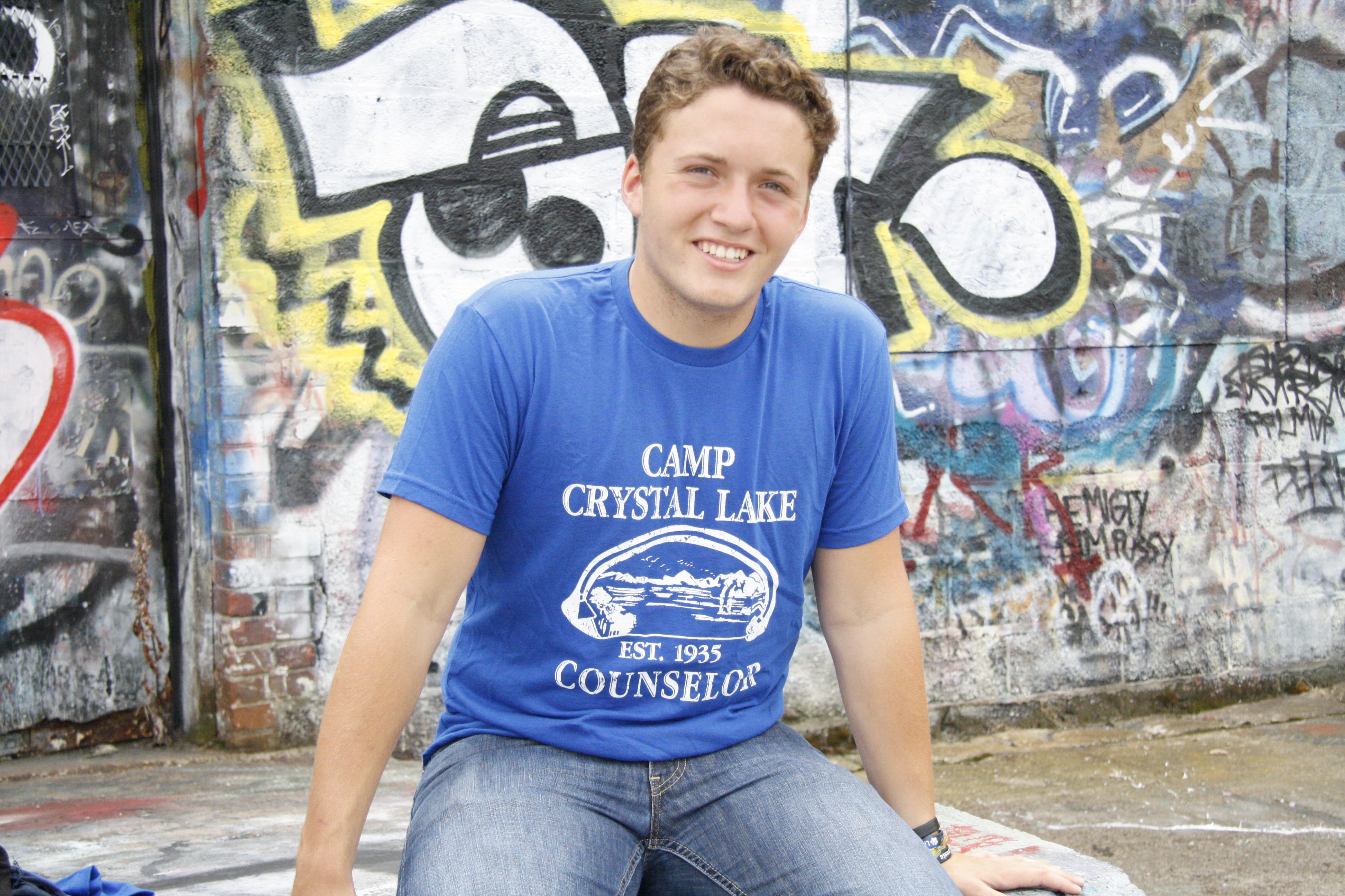 Mens-Camp-Crystal-Lake-T-shirt-Funny-Shirts-Camping-Vintage-Horror-Novelty-Tees thumbnail 9