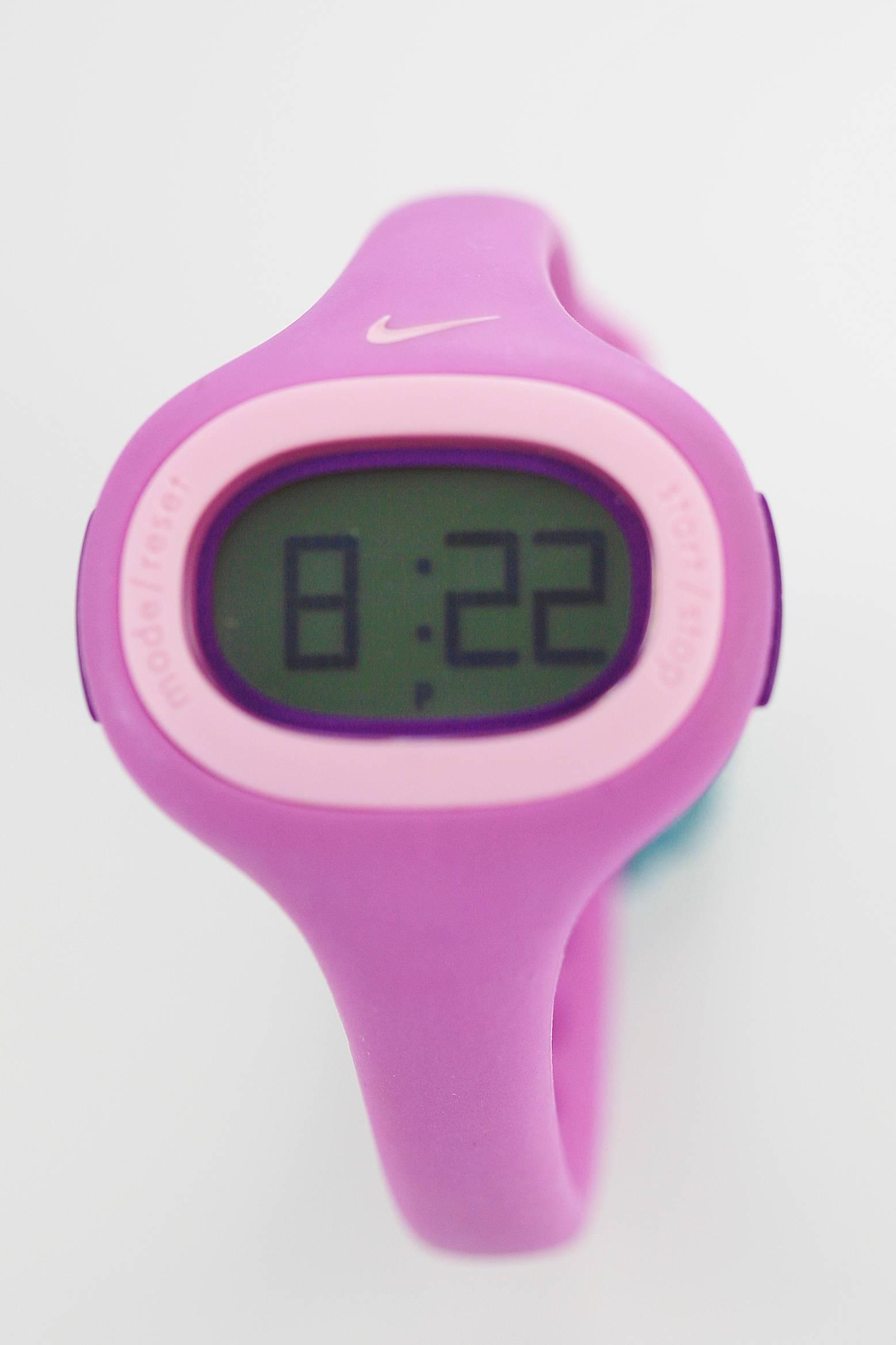 a7da7c567913 Detalles acerca de Reloj Deportivo Nike Spree Púrpura Rosa lectura fácil  día fecha 50m Wr Crono Pequeño WK0014- mostrar título original