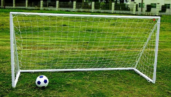 Kids Junior 8ft X4ft Portable White Football Goal Inc Net Clips