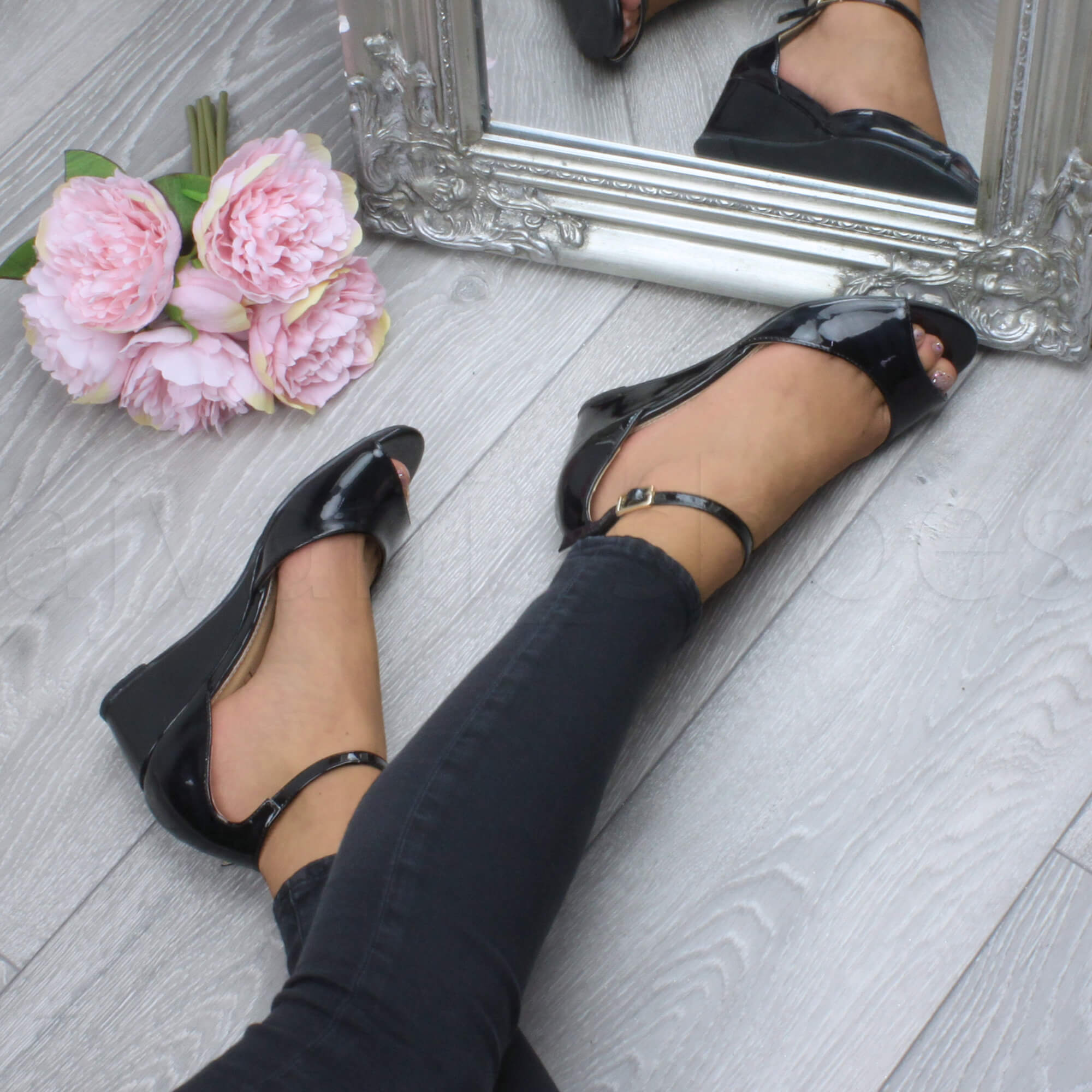 WOMENS-LADIES-LOW-MID-WEDGE-HEEL-ANKLE-STRAP-SMART-CASUAL-EVENING-SANDALS-SIZE thumbnail 14