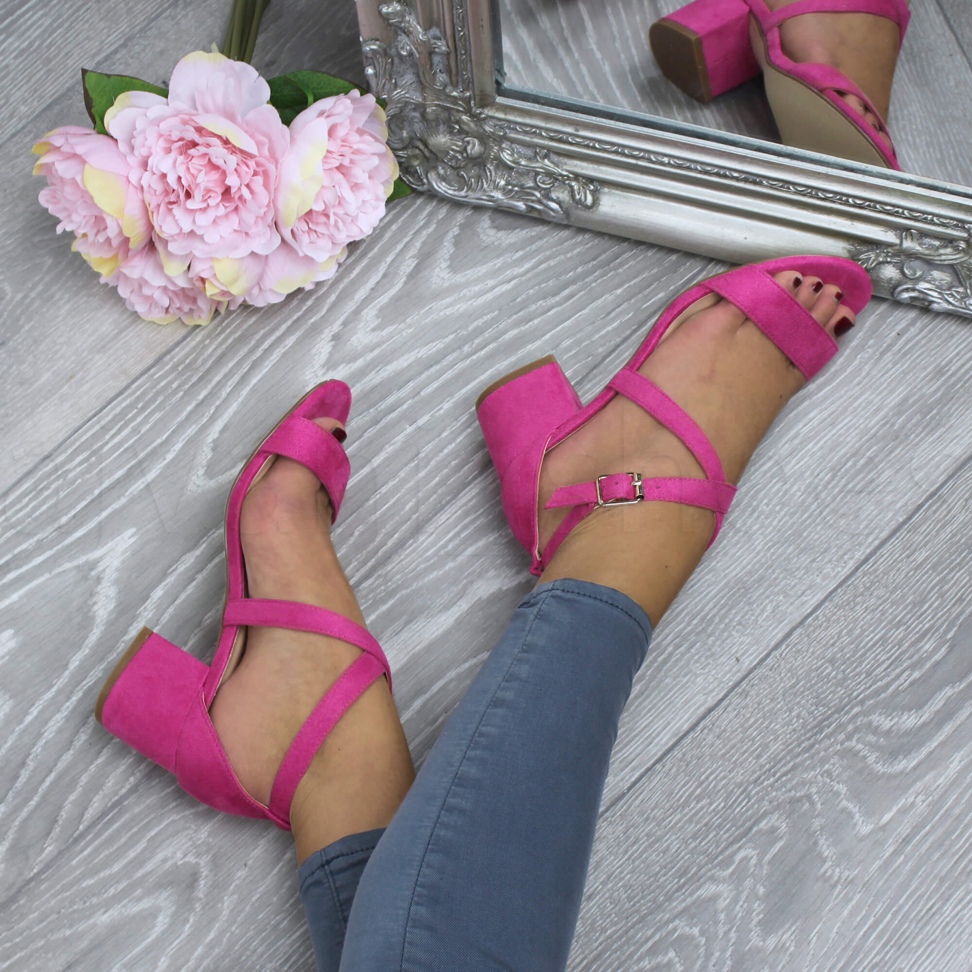 WOMENS-LADIES-MID-LOW-BLOCK-HEEL-CROSS-STRAPS-PARTY-STRAPPY-SANDALS-SHOES-SIZE thumbnail 25