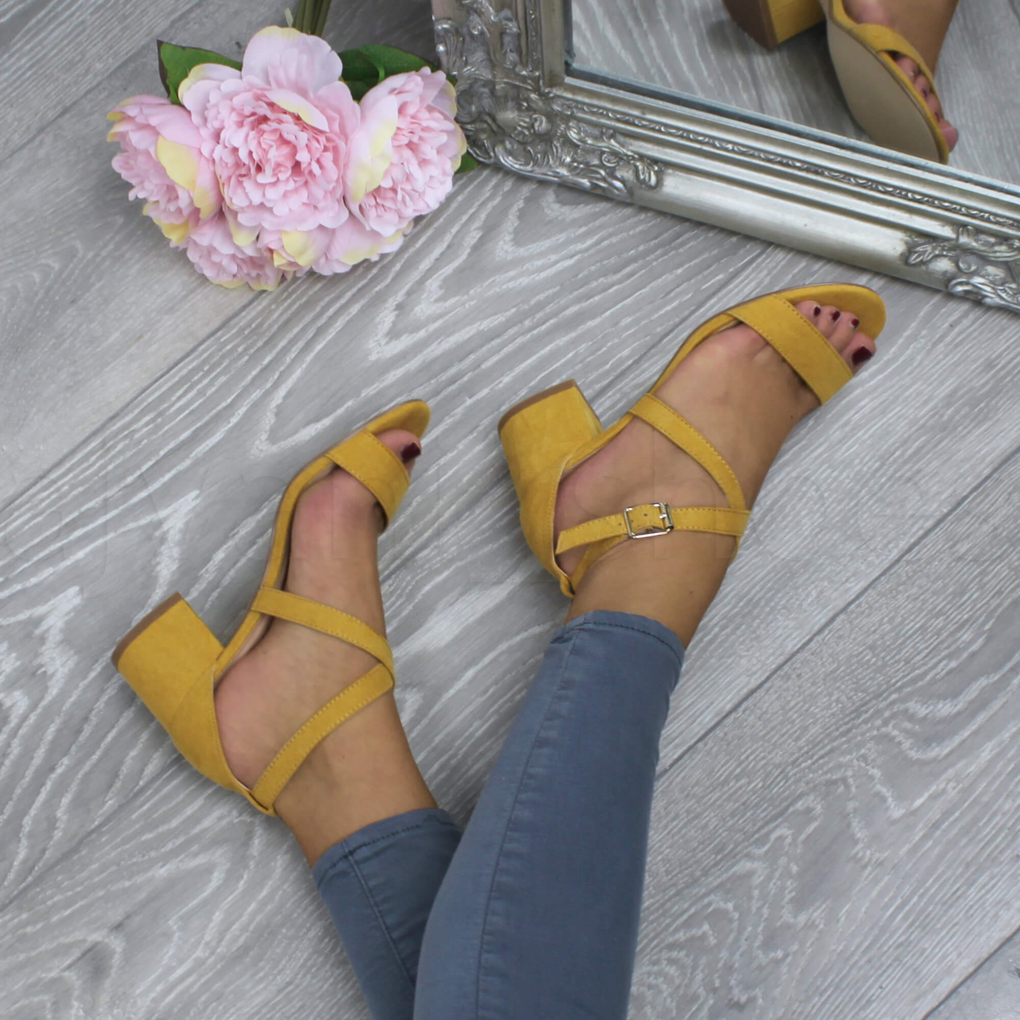 WOMENS-LADIES-MID-LOW-BLOCK-HEEL-CROSS-STRAPS-PARTY-STRAPPY-SANDALS-SHOES-SIZE thumbnail 45