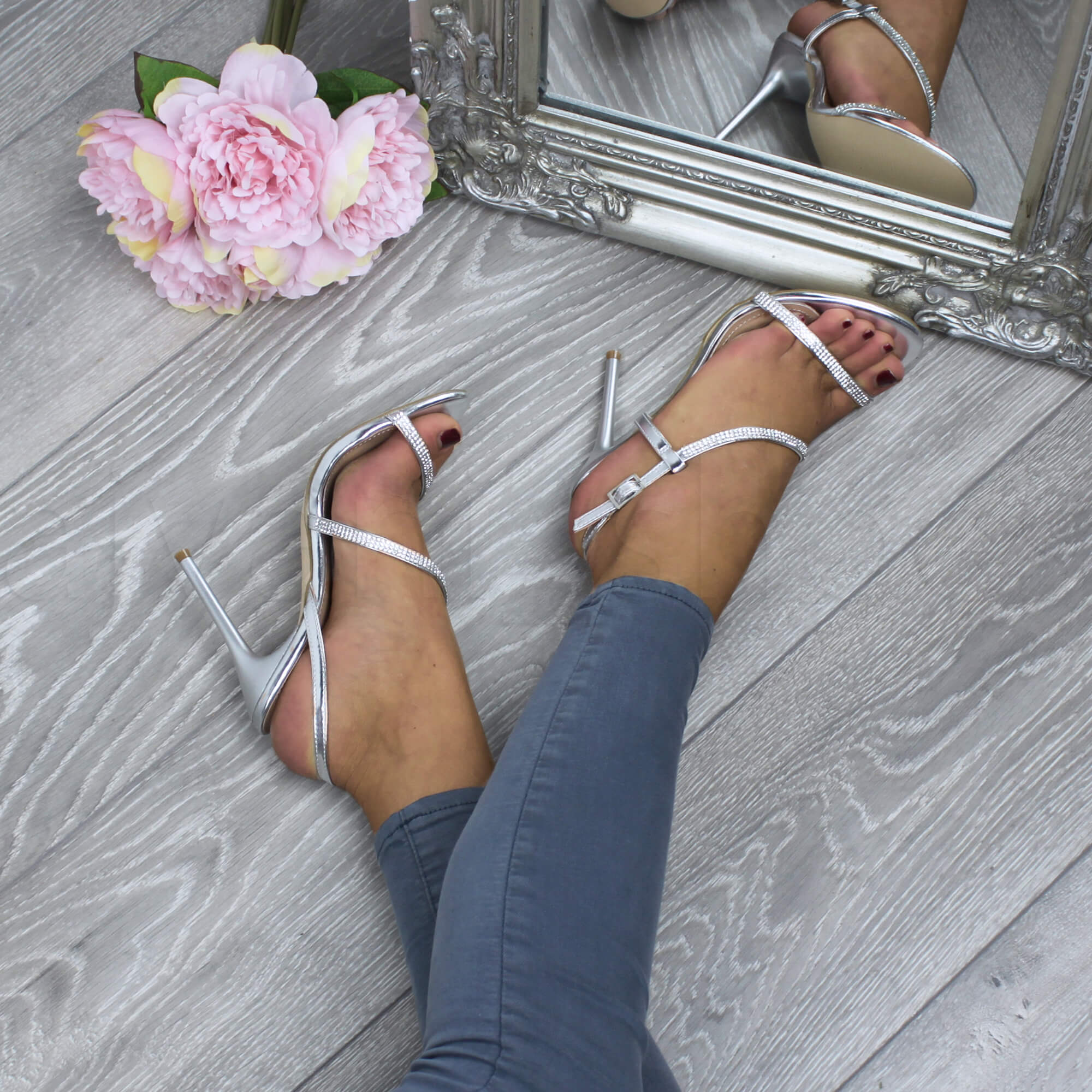 WOMENS-LADIES-HIGH-HEEL-DIAMANTE-BARELY-THERE-STRAPPY-EVENING-SANDALS-SIZE thumbnail 22