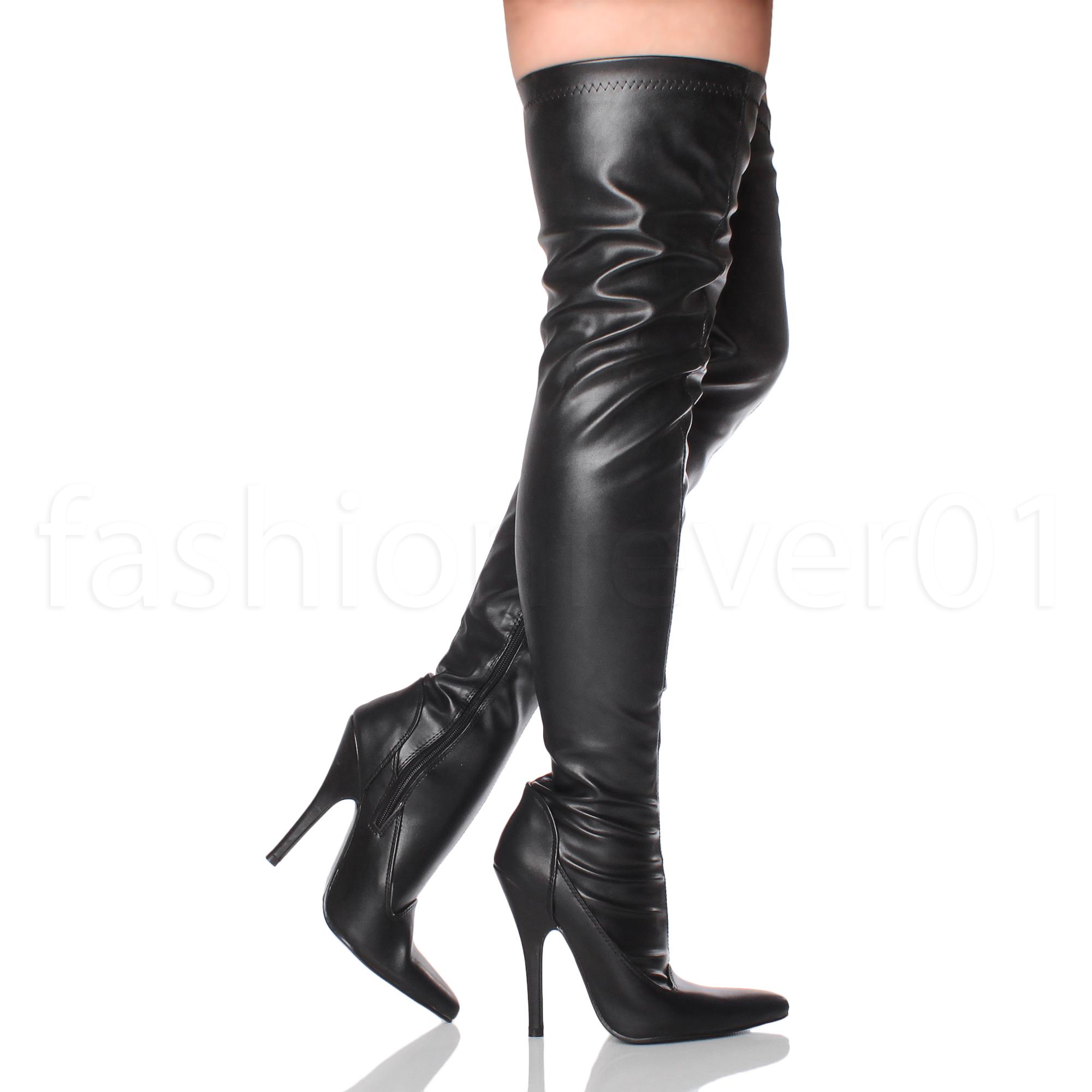 в ноги лизать сапогах женские