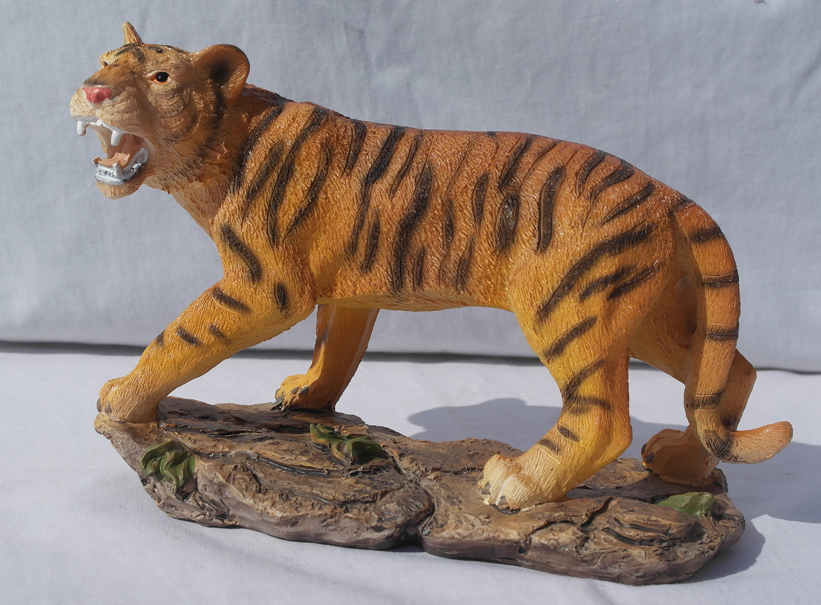 Free standing graceful tiger decorative ornament