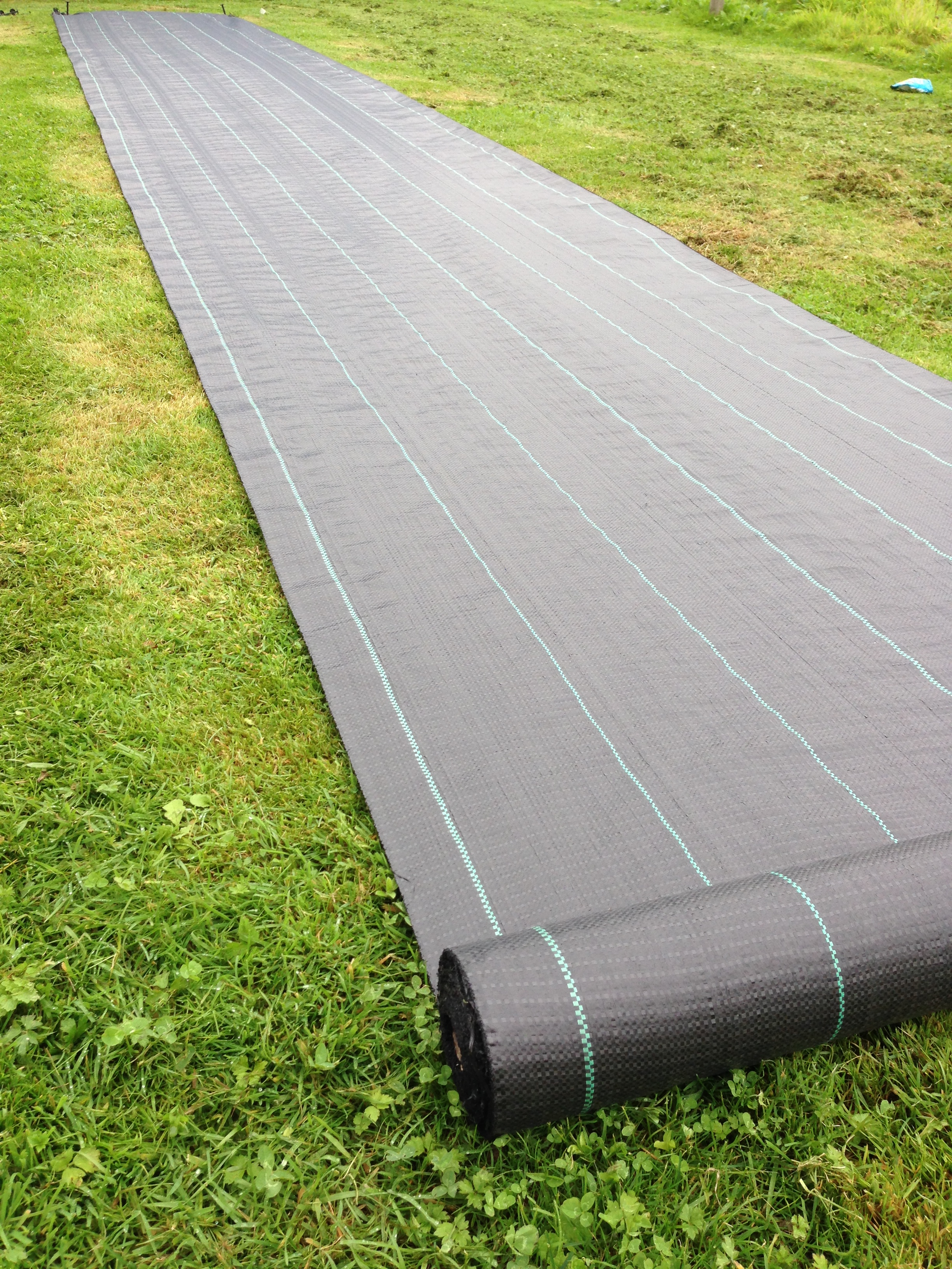 100gsm-Yuzet-Weed-Control-Fabric-Ground-Cover-Membrane-Garden-landscape-mulch thumbnail 6